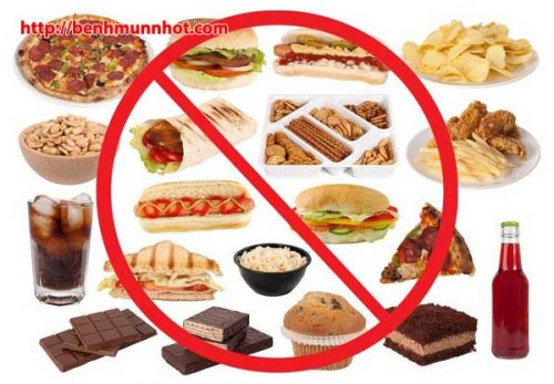Trẻ bị mụn nhọt không nên ăn gì