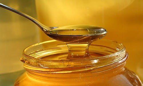 Cách trị mụn ở trán tại nhà bằng mật ong
