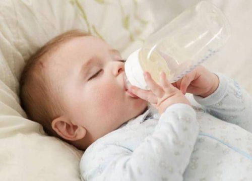 Sữa bột cũng là một trong những nhưng Nguyên do gây ra mụn sữa ở mặt trẻ sơ sinh